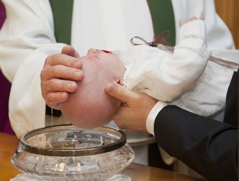 O czym warto pamiętać planując chrzest dziecka?